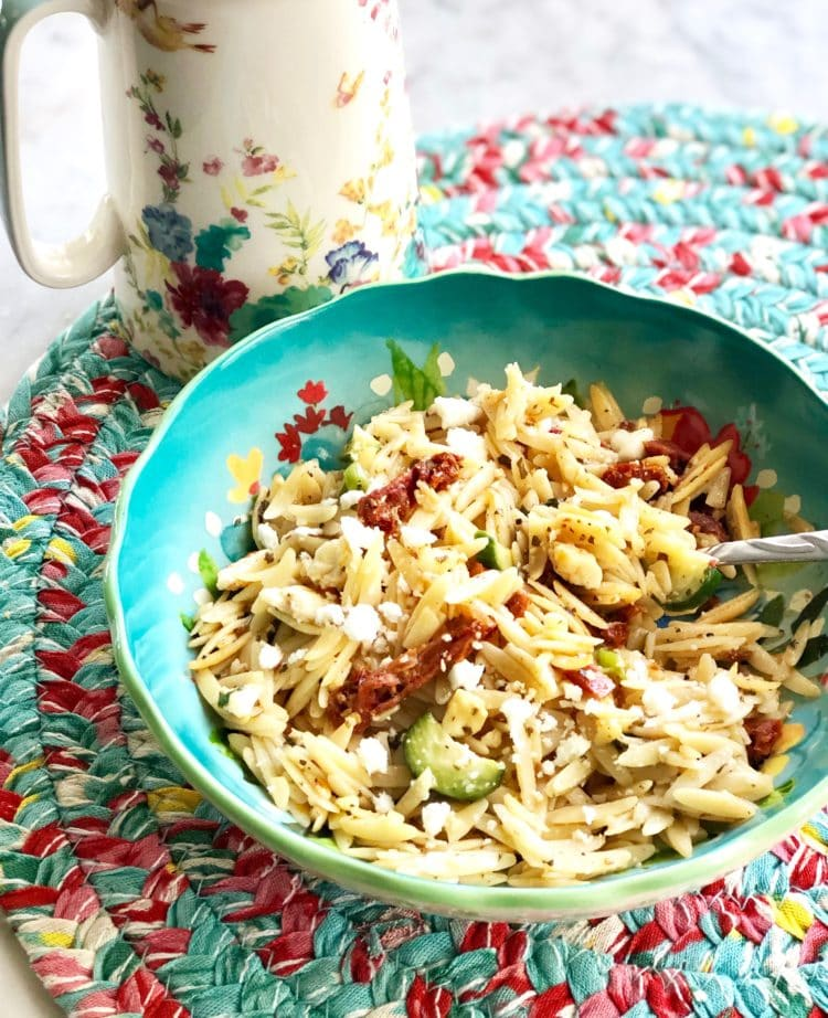 sundried tomato pasta in a blue bowl