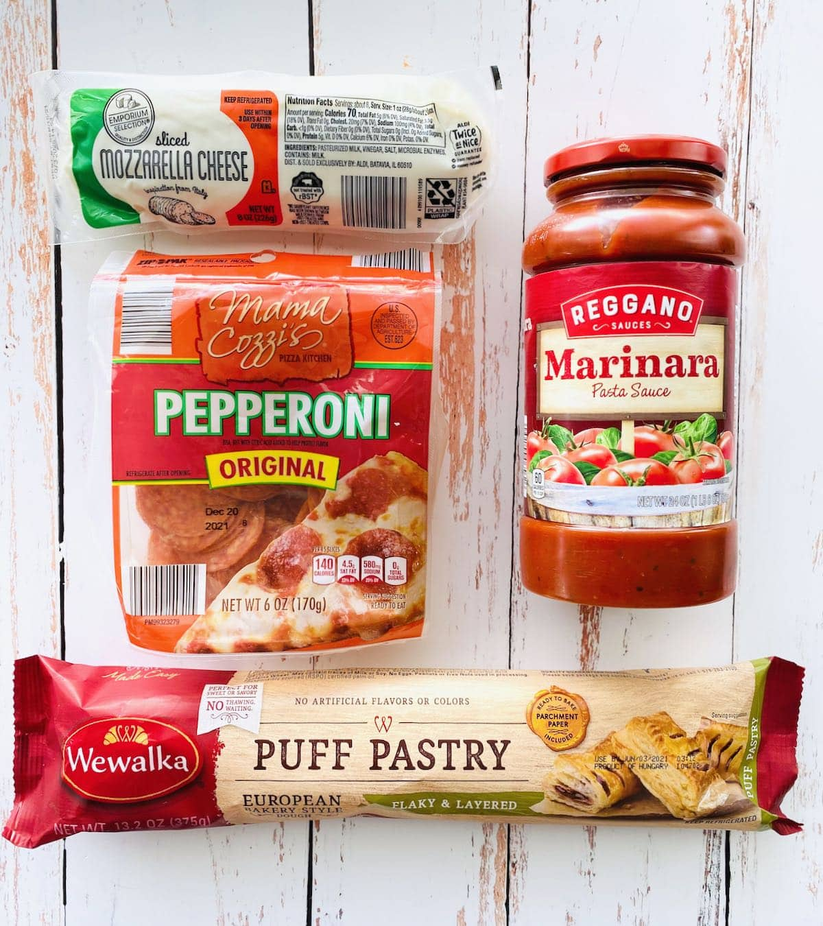 ingredients needed to make puff pastry pizza pockets.