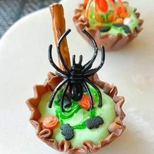 marshmallow cauldrons with a spider on top for party treats.